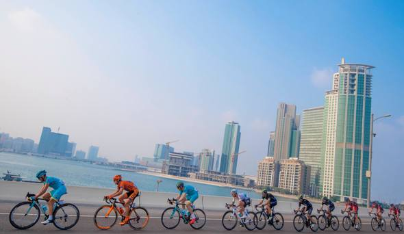 """Peloton on the way of the 115 km """"Nation Towers"""" Second stage of Abu Dhabi cycling race from Abu Dhabi to Abu Dhabi Al Marina, UAE, 21 October 2016. ANSA/CLAUDIO PERI"""