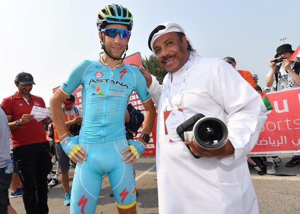 Abu Dhabi cycling race second stage-Nibali con un suo tifoso locale