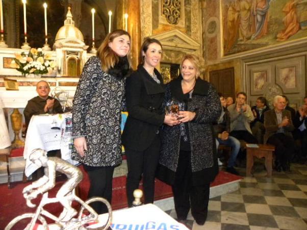 Marta Bastianelli riceve Premio Coraggio e Avanti Donne Elite al Santuario della Castellina novembre 2015 (Foto Nastasi)