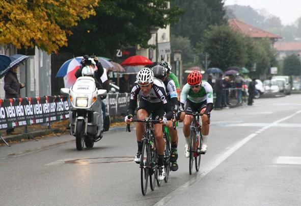 L'inizio della lunga fuga che ha deciso la corsa, con Reutimann, Negrente, Raggio e Baffi nell'ordine (Foto Berry)
