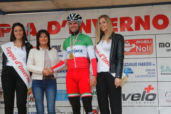 Il Campione d'Italia Davide Orrico premiato prima del via (Foto Pisoni)