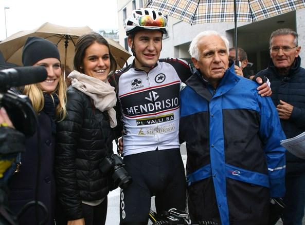 Mathias Reutimann con Maranese e due tifose svizzere (Foto Berry)