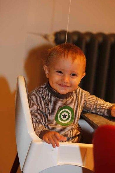 Matteo sul seggiolone (Foto Pisoni)