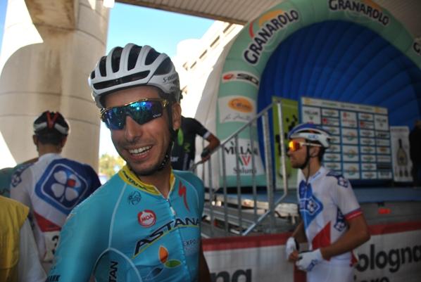 Fabio Aru al raduno di partenza del 99° Giro dell'Emilia (Foto Roberto Miserocchi)