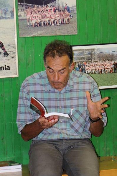 Pastonesi illustra alcuni contenuti del suo libro (Foto Kia Castelli)