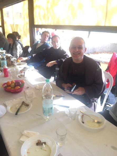 Padre Nicola partecipa al pranzo comunitario con i Giudici di Gara FCI della Toscana