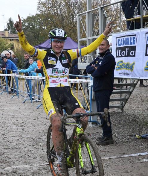 Allegra Maria Arzuffi vince gara Donne Elite ad Ospitaletto Mantovano (Foto Soncini)