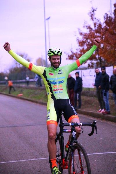 Giuseppe Lamastra, vincitore gara Elite-U23 (Foto Soncini)