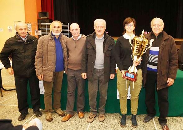 Cecilia Orsi, Assessore Sport di Castelnuovo Scrivia con la Coppa (Foto Pisoni)