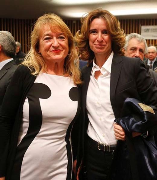 Norma Gimondi, candidata alla presidenza della FCI qui a Parma con una tifosa di Felice Gimondi (Foto Pisoni)