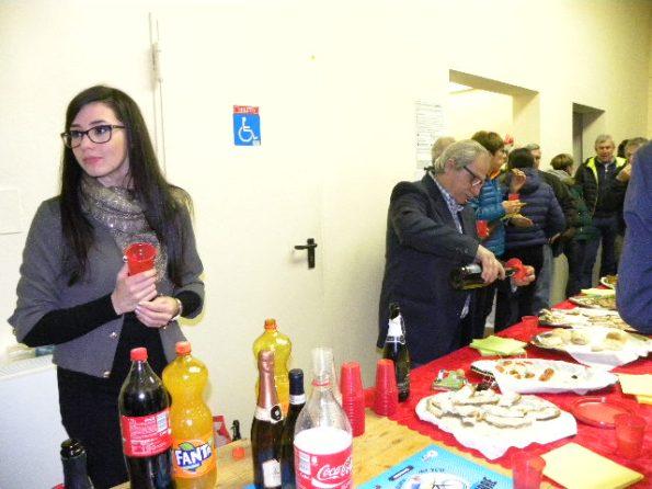 Arianna Tomola...sorveglia...il tavolo del buffet con l'Assessore Gino Salvatore Maranoli (Foto Nastasi)