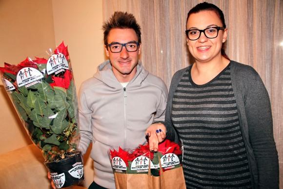 Elia Viviani e Roberta Cailotto  promotrice vendita Stelle di Natale in favore dell'A.I.L. (photobicicailotto)