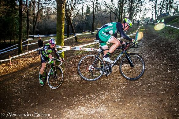Lotta all'ultimo colpo di pedale tra Luca Braidot e Marco Aurelio Fontana (Foto Billiani)