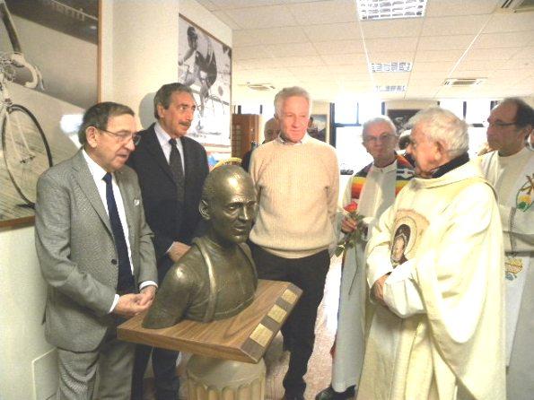 Un momento dell'inaugurazione del Busto a Fiorenzo Magni (Foto Nastasi)