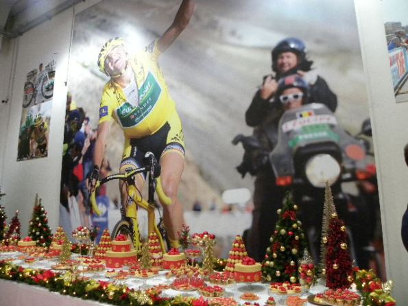 Poster di Voekler con Fotoreporter e motociclista (Foto Nastasi)
