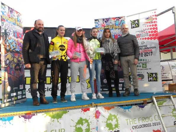Podio Donne Junior, da sx Katia Moro, Nicole Fede e Chiara Piccolo Melissa con Cons CR Lombardia FCI, Paolo Pioselli (Foto Nastasi)