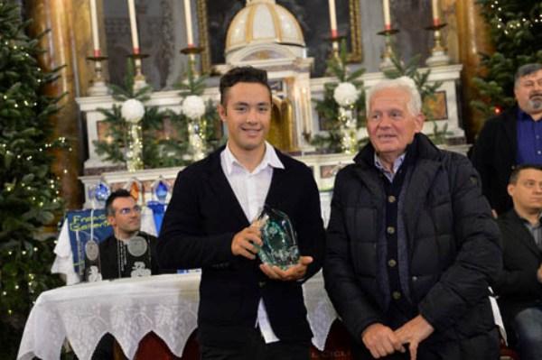 Vincenzo Albanese premiato da Gianfranco Gelli (Foto Remo Mosna)