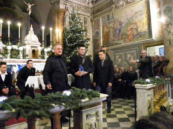 Gianni Moscon, al centro, con Padre Nicola e Damiano Sforzi, vicesindaco Sesto Fiorentino)