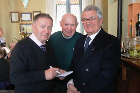 Raffaele Carlesso, a destra e, al centro l'ex professionista Pippo Fallarini (Foto Pisoni)