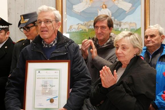 Claudio Gregori, con i figli di Fausto, Marina e Faustino (Foto Pisoni)