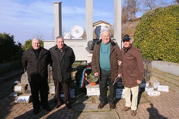 Piero Coppi, secondo da destra (Foto Pisoni)