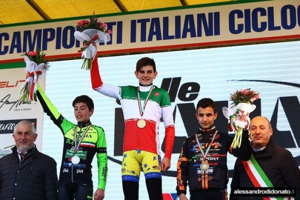 Podio Esordienti 1^ anno col Tricolore Eugenio Giovanni Costalla (Foto alessandrodidonato)