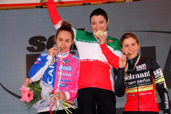 Da sinistra, Silvia Persico, Chiara Teocchi e Rebecca Gariboldi. Podio Tricolore Donne U23 (photobicicailotto)