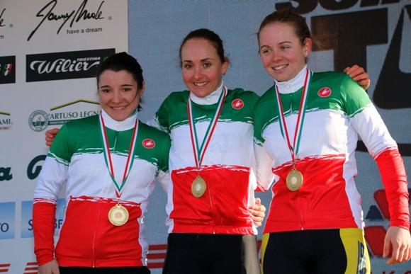 Da sx, Teocchi, Lechner e Baroni. Tre Donne in Tricolore (photobicicailotto)