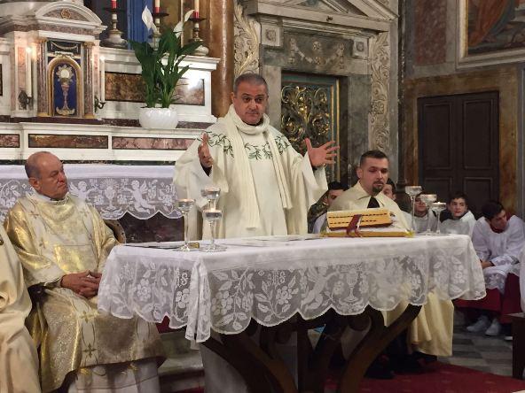 Padre Nicola celebra Santa Messa (Foto Giacinto Gelli)