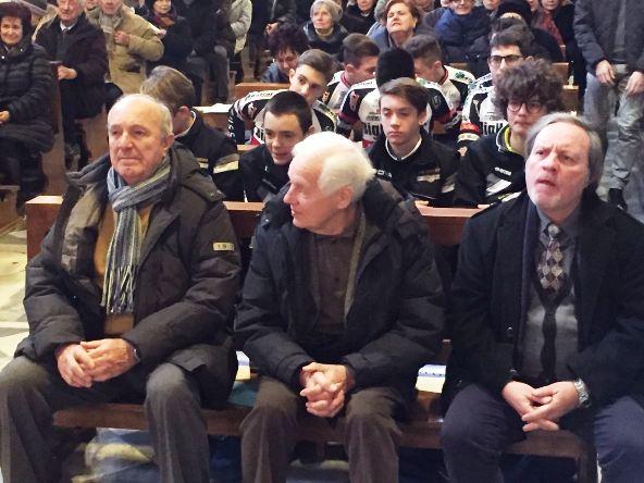Prima fila in Chiesa (Foto Giacinto Gelli)
