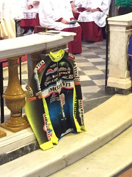 Maglia storica dell'Amore e Vita con dedica del Santo Padre Giovanni Paolo II (Foto di Giacinto Gelli)