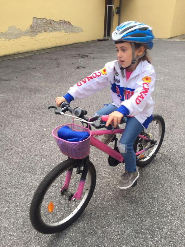 Una giovanissima ciclogirl impegnata in una gimkana alla Castellina (Foto Giacinto Gelli)