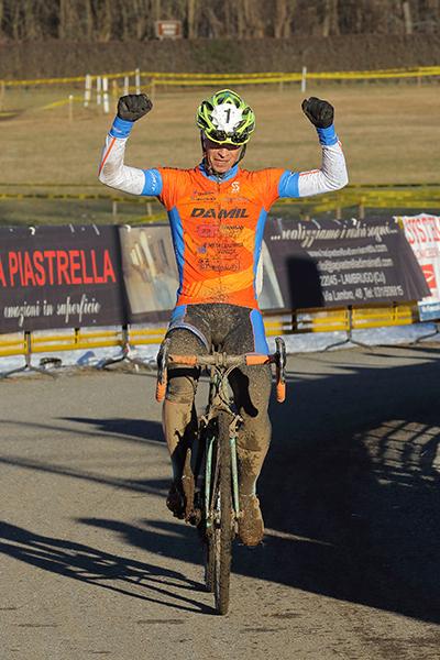Thomas Paccagnella vince gara cat. Elite-U23 (Foto di Kia Castelli)
