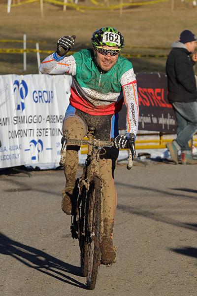 Erik Paccagnella vince gara cat. Master-Elmt in maglia Tricolore (Foto Kia Castelli)