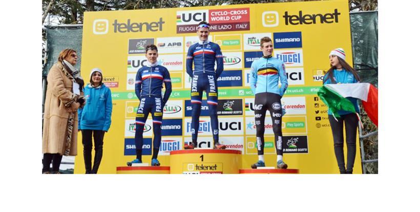 da sx, Bonsergent, Benoist e Vandebosch, podio categoria Juniores Coppa del Mondo a Fiuggi (Foto Federciclismo.it)