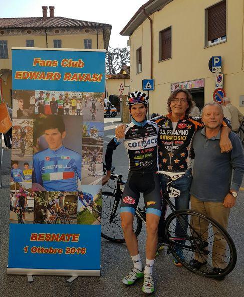 19_11_16-Edward-Ravasi-con-insegne-suo-Fans-Club