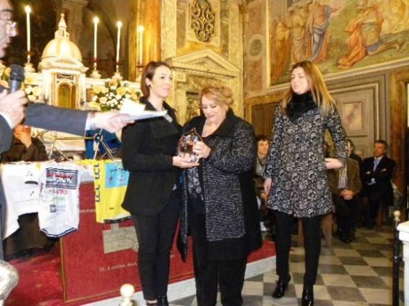 """22.11.2015 -. Maria Bruni consegna Premio Coraggio e Avanti """"Donne"""" a Marta Bastianelli (Foto Nastasi)"""