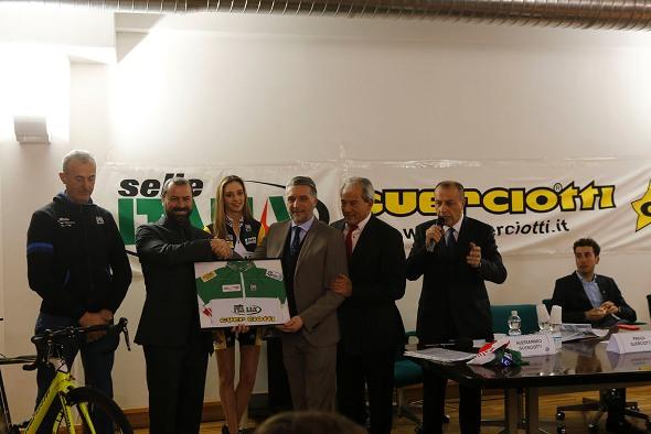 Consegna Maglia Tricolore al Dr. Dordei di Sesto Autoveicoli (Foto Pisoni)