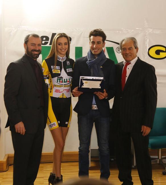 Fabio Aru con Miss ed Alessandro e Paolo Guerciotti (Foto Antonio Pisoni)