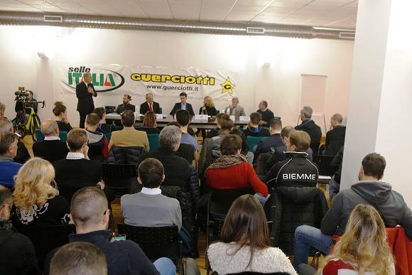 Panoramica sala Conferenza Stampa Guerciotti-Sesto Autoveicoli (Foto Pisoni)