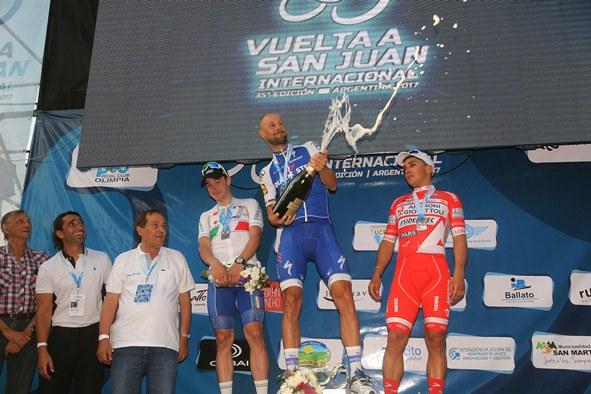 - photo Ilario Biondi/BettiniPhoto© da sx Viviani, Boonen e Malucelli, podio 2^ tappa