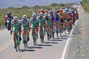 """Gruppo compatto tirato dagli uomini della """"SEP-SAN Juan"""" alla Vuelta a San Juan 2017 - 35th Edition - 5th stage Chimbas - Alto Colorado 162,4 km - 23/01/2017 - - photo Roberto Bettini/BettiniPhoto©2017"""