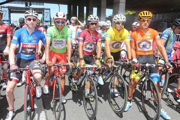 DA SX Mollema, vincitore Vuelta, Bernal 1^ classificatro tra gli U23 (Foto Biondi)