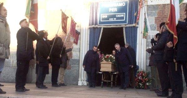 La Bara del Generale Casini esce dalla Chiesa (Foto Luigi Frigo)
