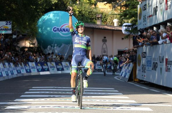 Chaves vince Giro dell'Emilia 2016 (Bettiniphoto)