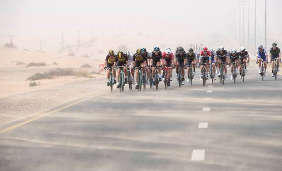 Peloton in a sand storm in the desert during the Dubai Silicon Oasis stage, the Third stage of the Dubai Tour 2017, 200 km from Dubai International Marine Club to Al Aqah. Dubai, 2 February 2017. ANSA/CLAUDIO PERI