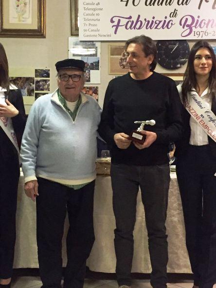"""Franco Chioccioli, premiazione, qui con Mealli al Ristorante """"Gli Alberi"""" di Calenzano (Foto Giacinto Gelli)"""