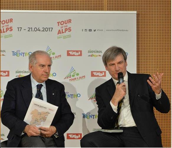 A sx, Senatore Giacomo Santini con Maurizio Evangelista General Manager del Tour of the Alps (Foto Daniele Mosna)