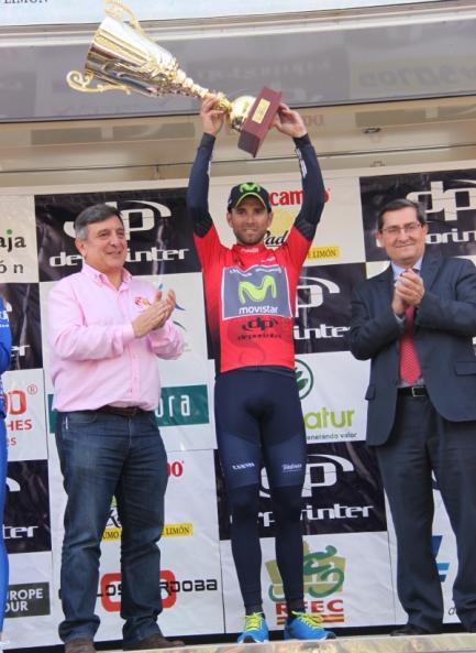 Valverde sul podio in maglia rossa (J.C. Faucher)