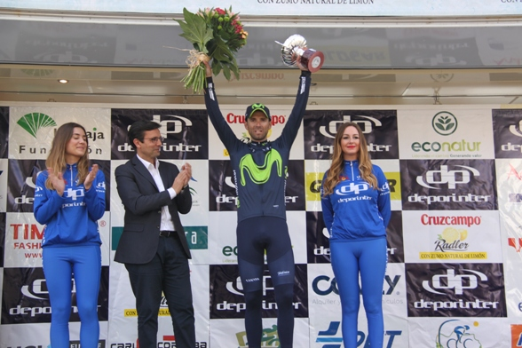 Valverde podio con le miss (Jean Claude Faucher)